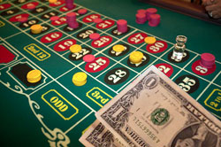 Questa pagina ti spiega le probabilità della roulette relative alla due varianti più diffuse del gioco, la roulette Europea e la roulette Americana. Ci concentreremo sul margine della casa per […]